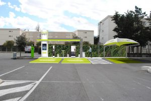 HUB - Green SPOT Magasin CARREFOUR CAUDERAN FERRY BORDEAUX - BLUE2BGREEN - Jean-Luc COUPEZ - EV-TRONIC